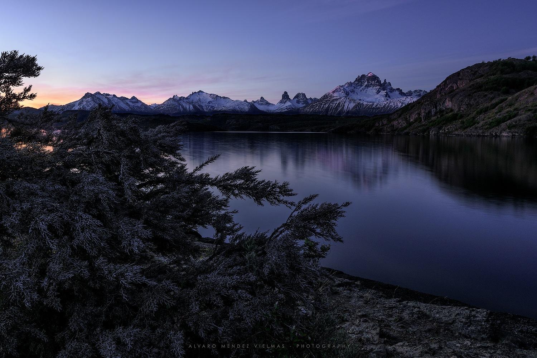 Sunset in Central (or Tamango) Lake, near Cerro Castillo, Chile by Álvaro Méndez Vielmas
