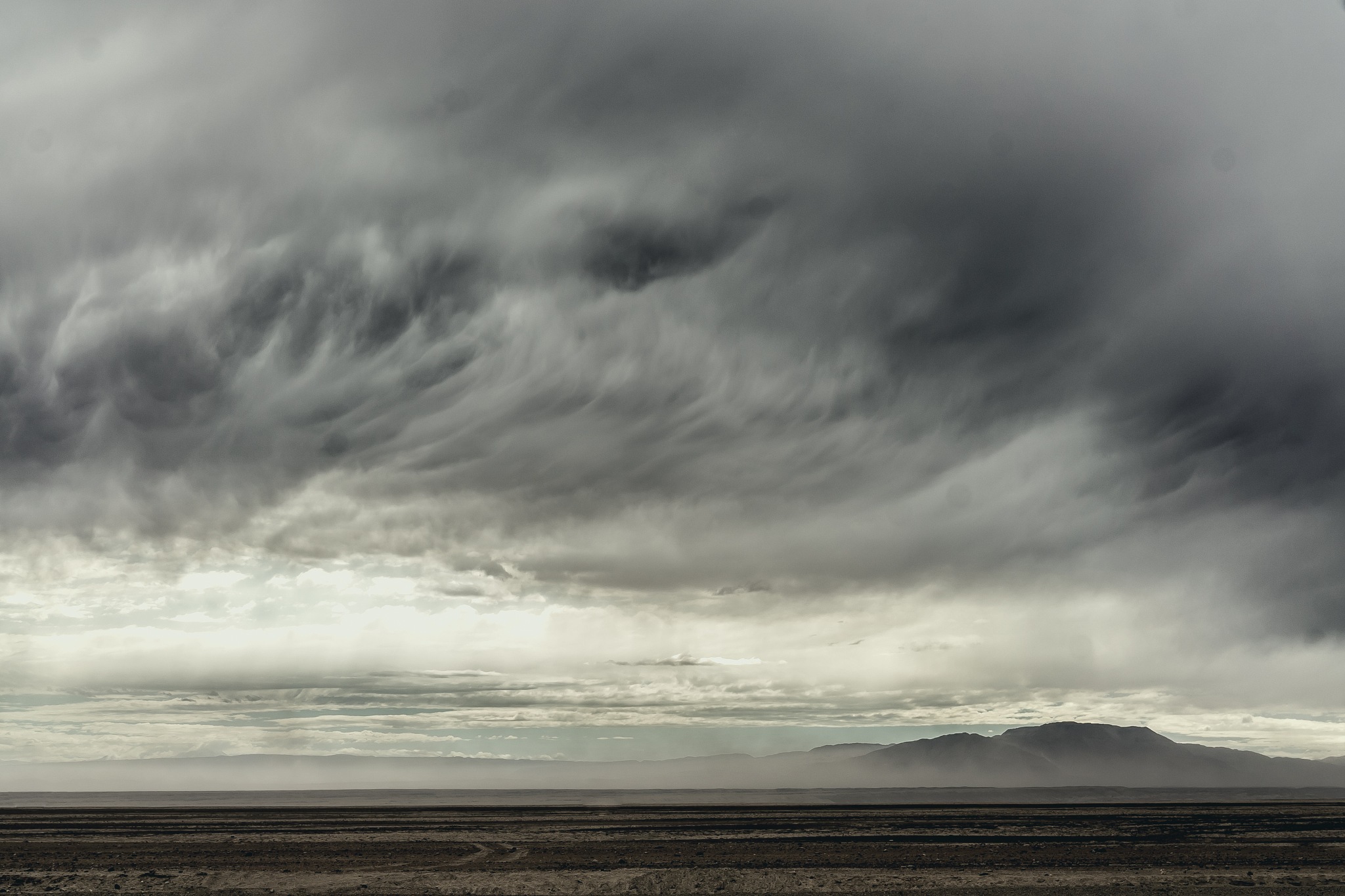 Sand storm approaching by Manuel Fuentes