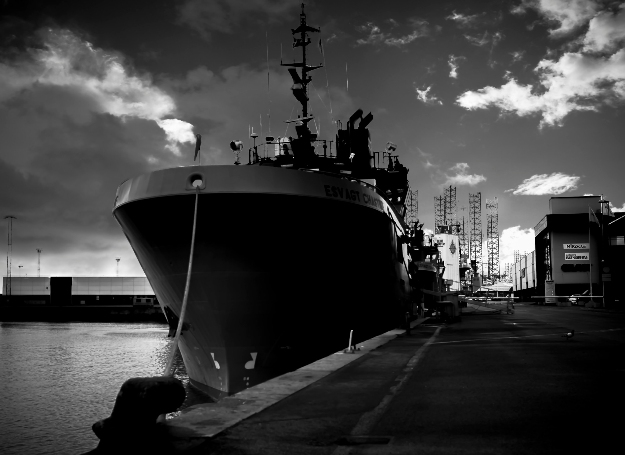 Ship and its sky  by Black cat photography