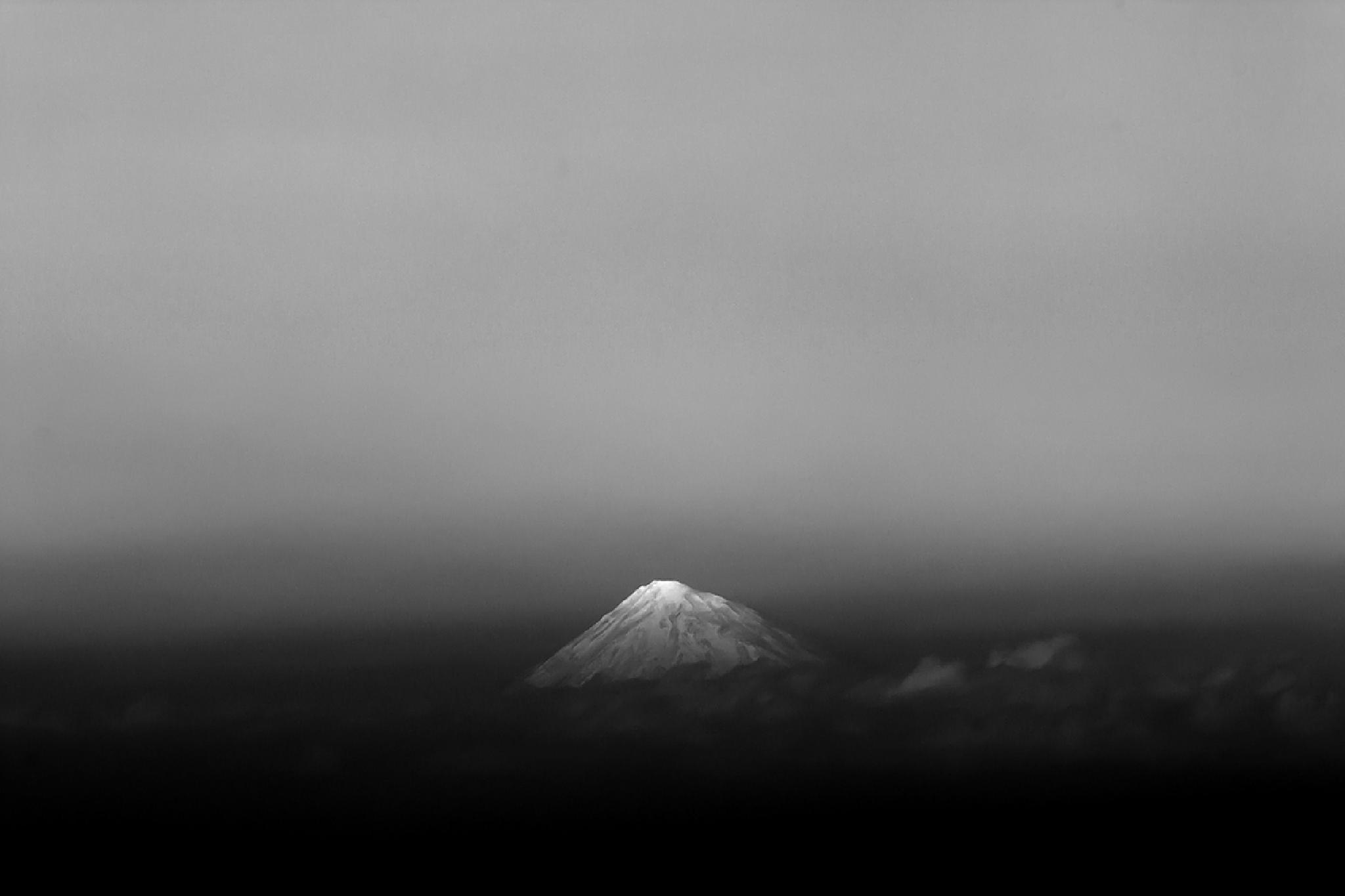Damavand Mountain by Reza Sorouri