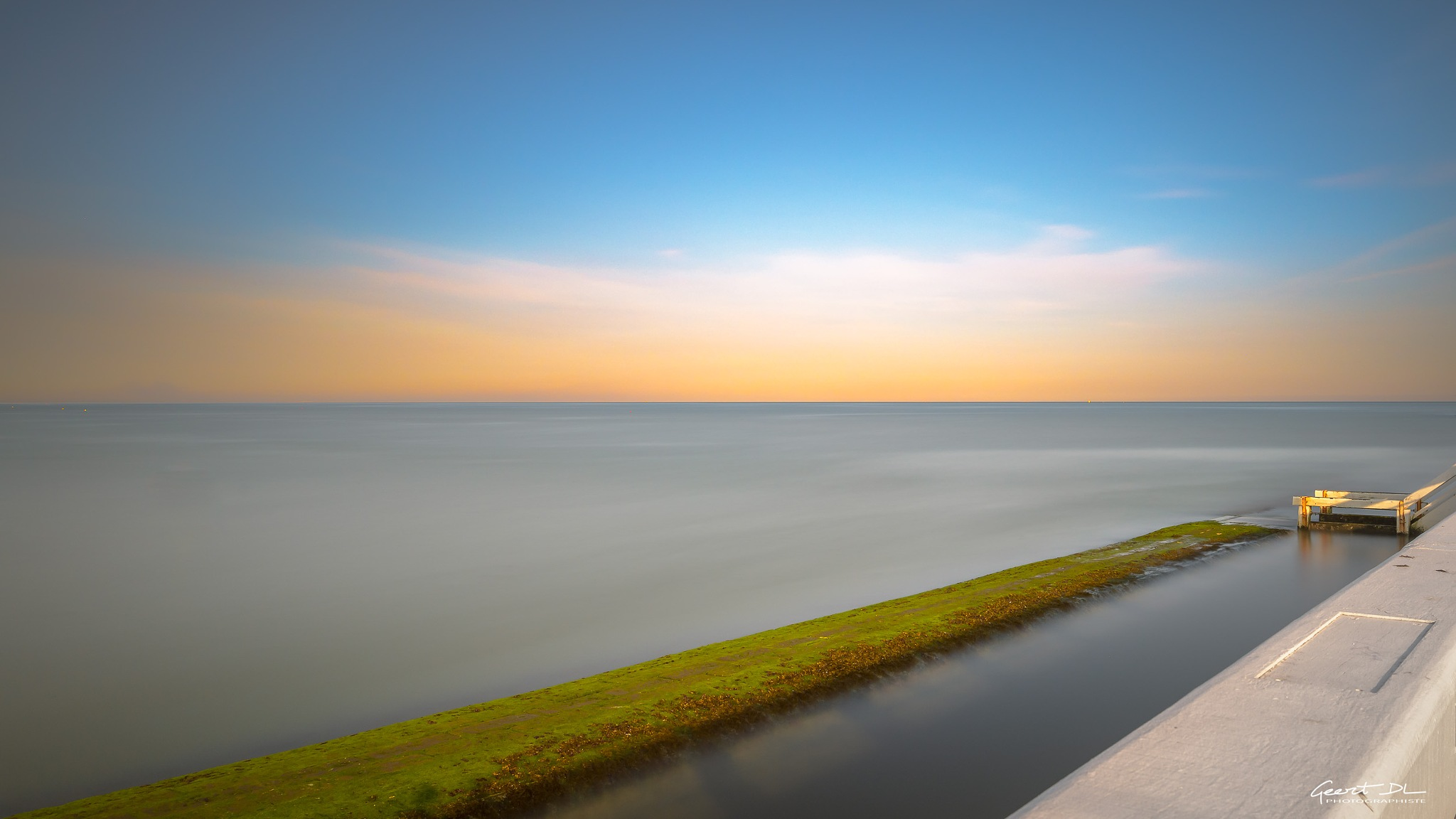Golden horizon at Nieuwpoort by GeertDoutreligne