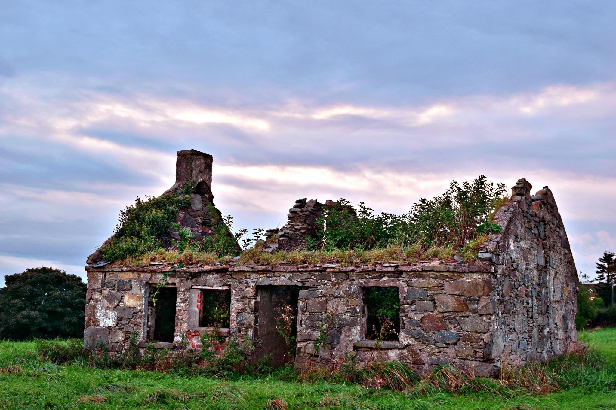 old farm house by Jason Clarke