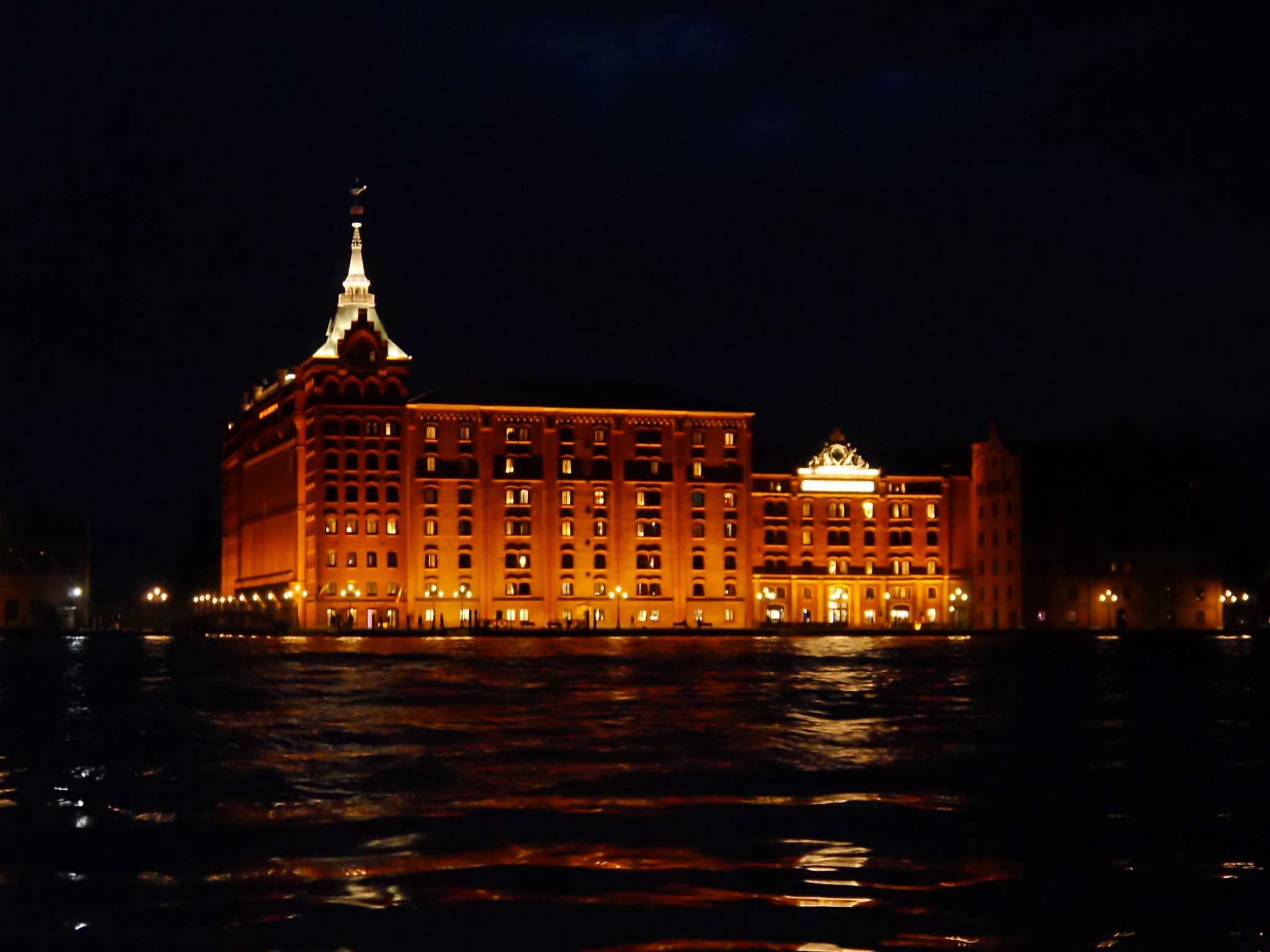 Hilton Molina Stucky Venice @ night by Mako7374