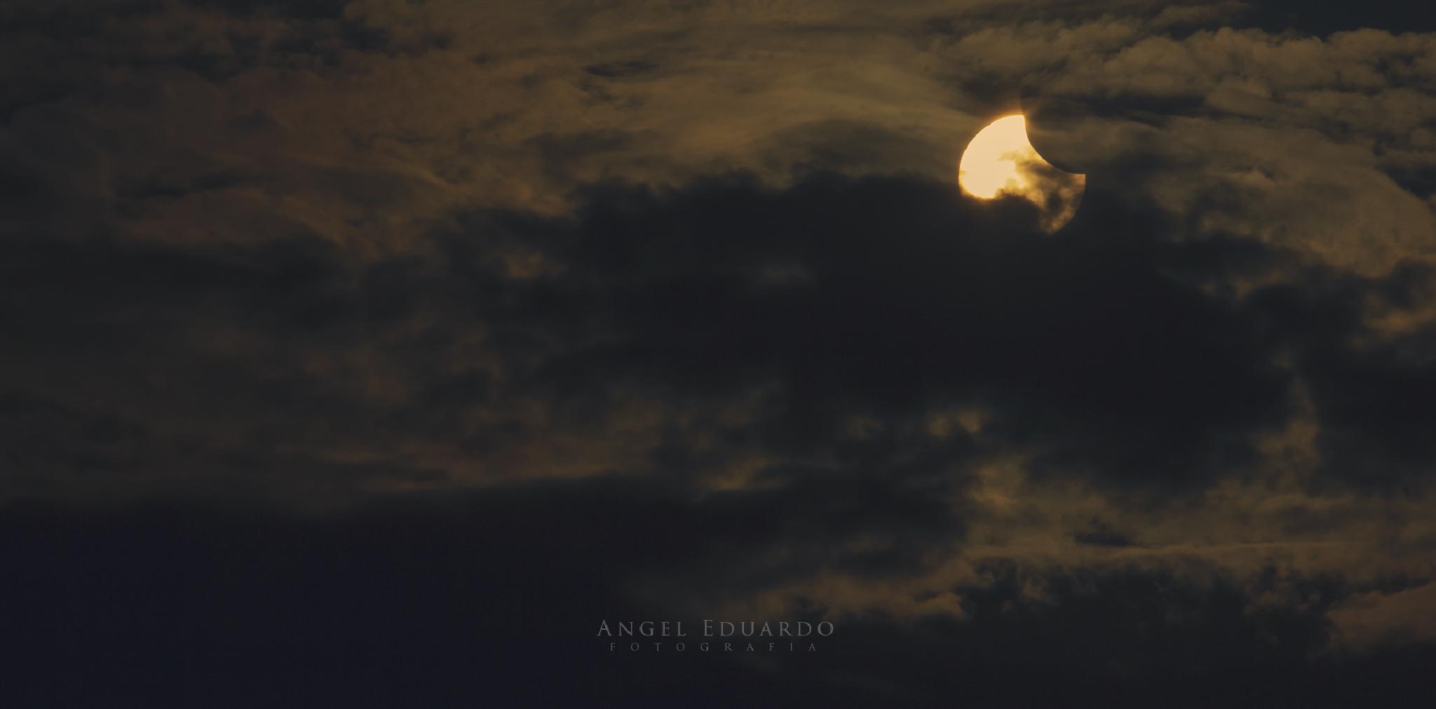 Partial solar eclipse 23.10.2014 by AngelEduardo