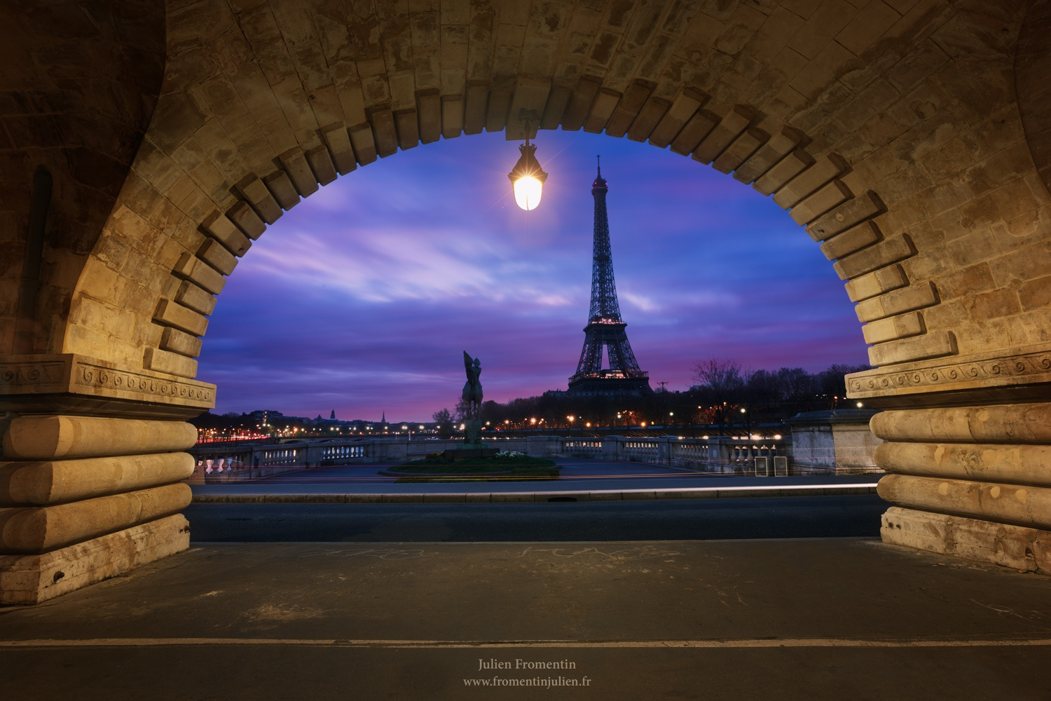 Bir Hakeim, Paris by Julien FROMENTIN