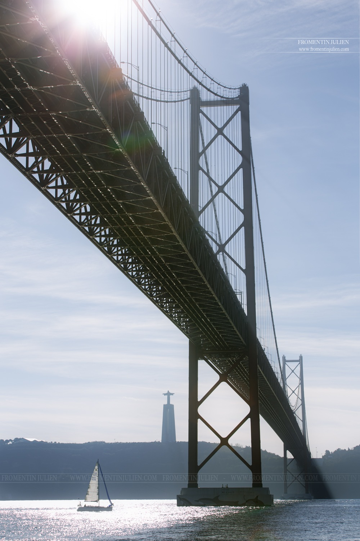 Ponte 25 de Abril SF, Lisboa, Portugal by Julien FROMENTIN
