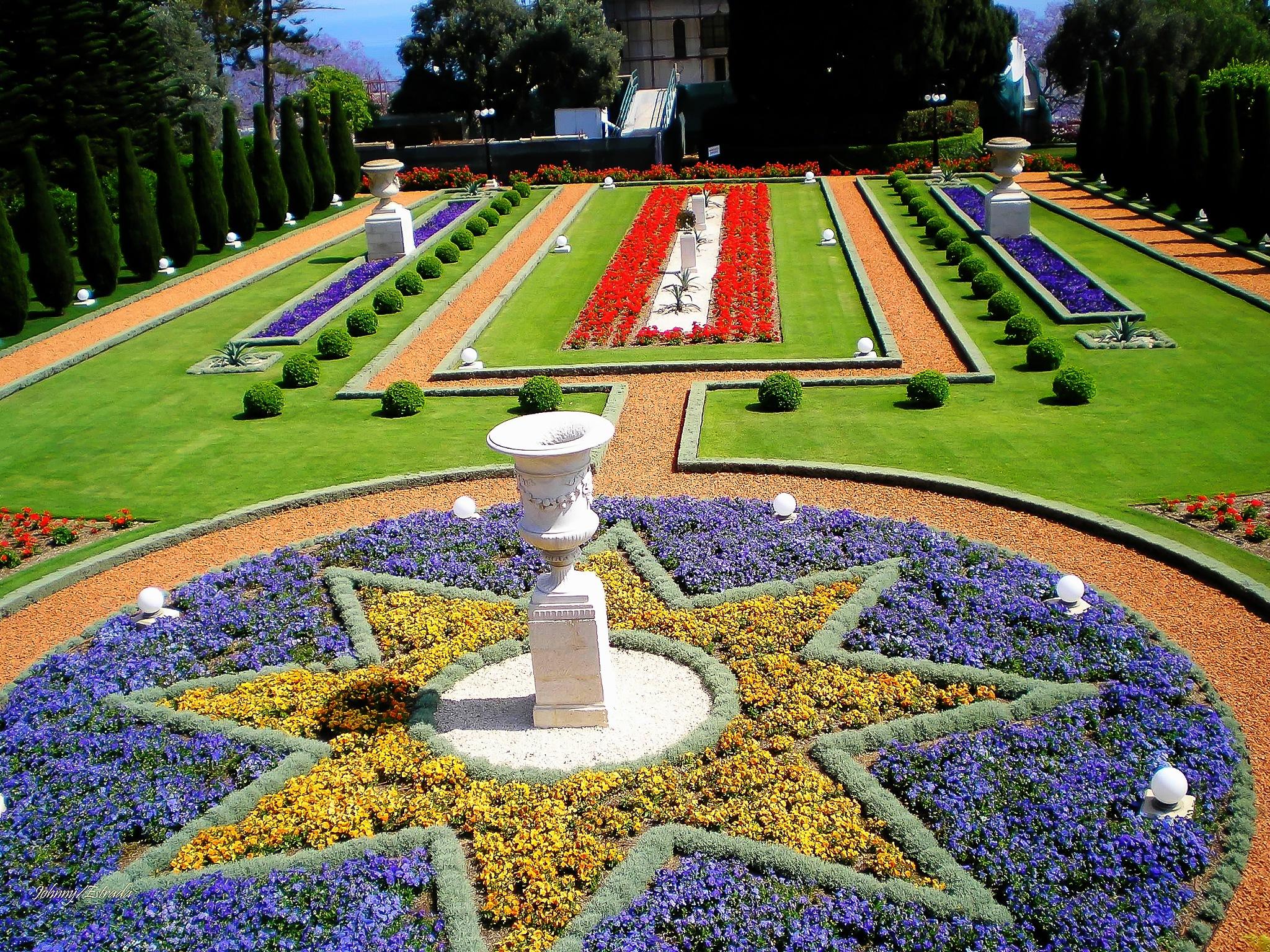 Baha'i Garden by John  Estrada