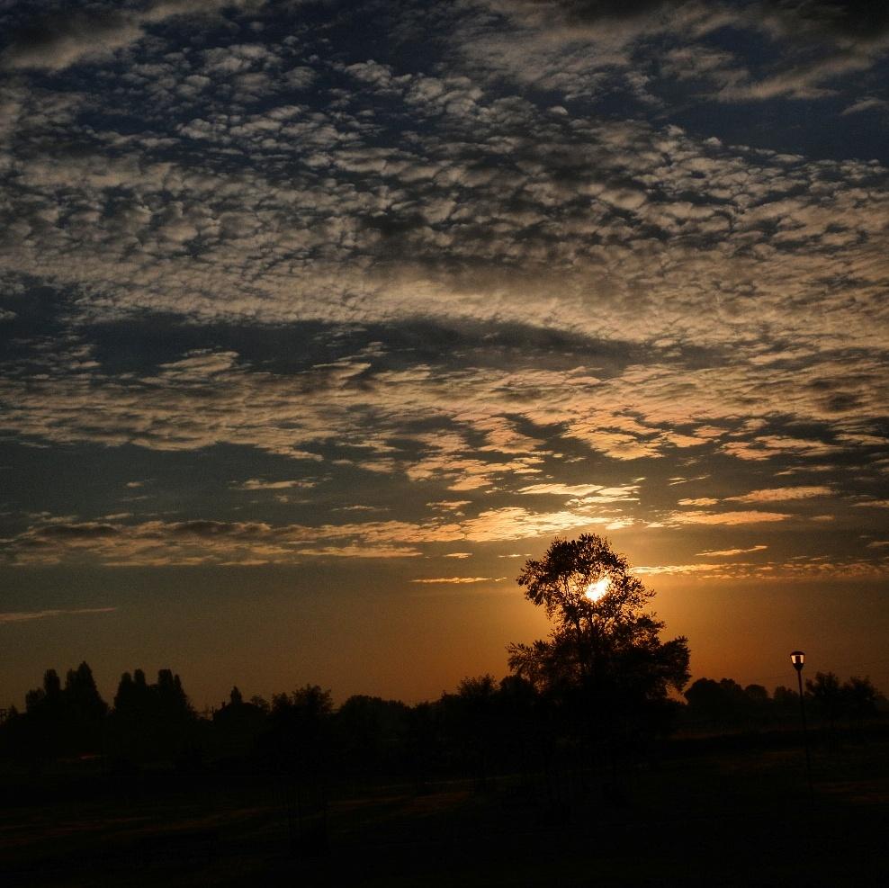 Morning sky by catiamadioph