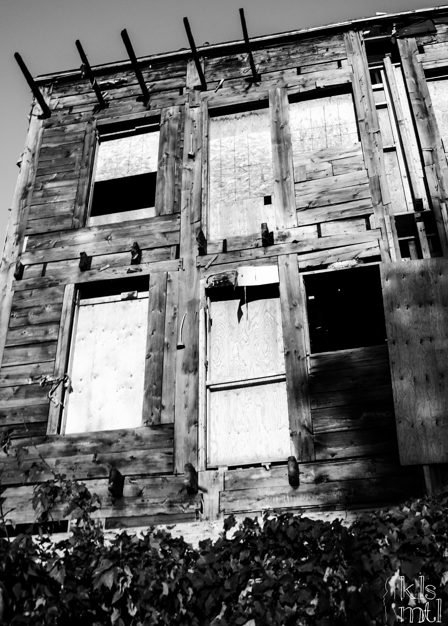 Desolate house by K-Liss
