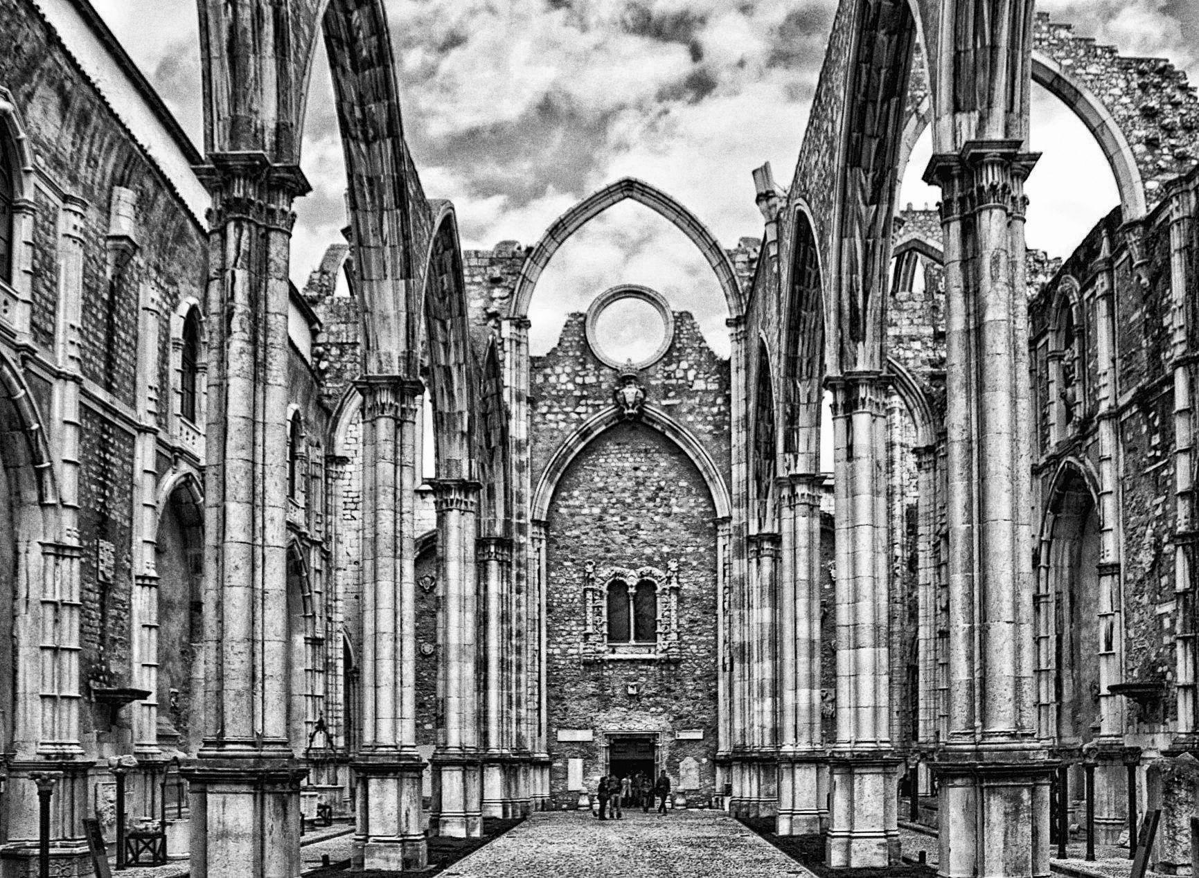 Ruinas do Carmo (Lisbon) by Vítor Martins