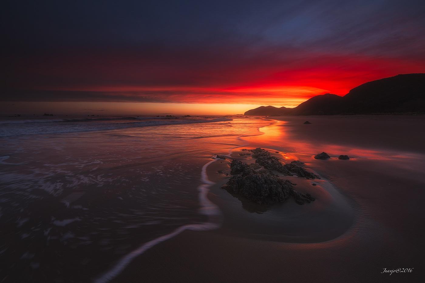 Red sky by Juanj0