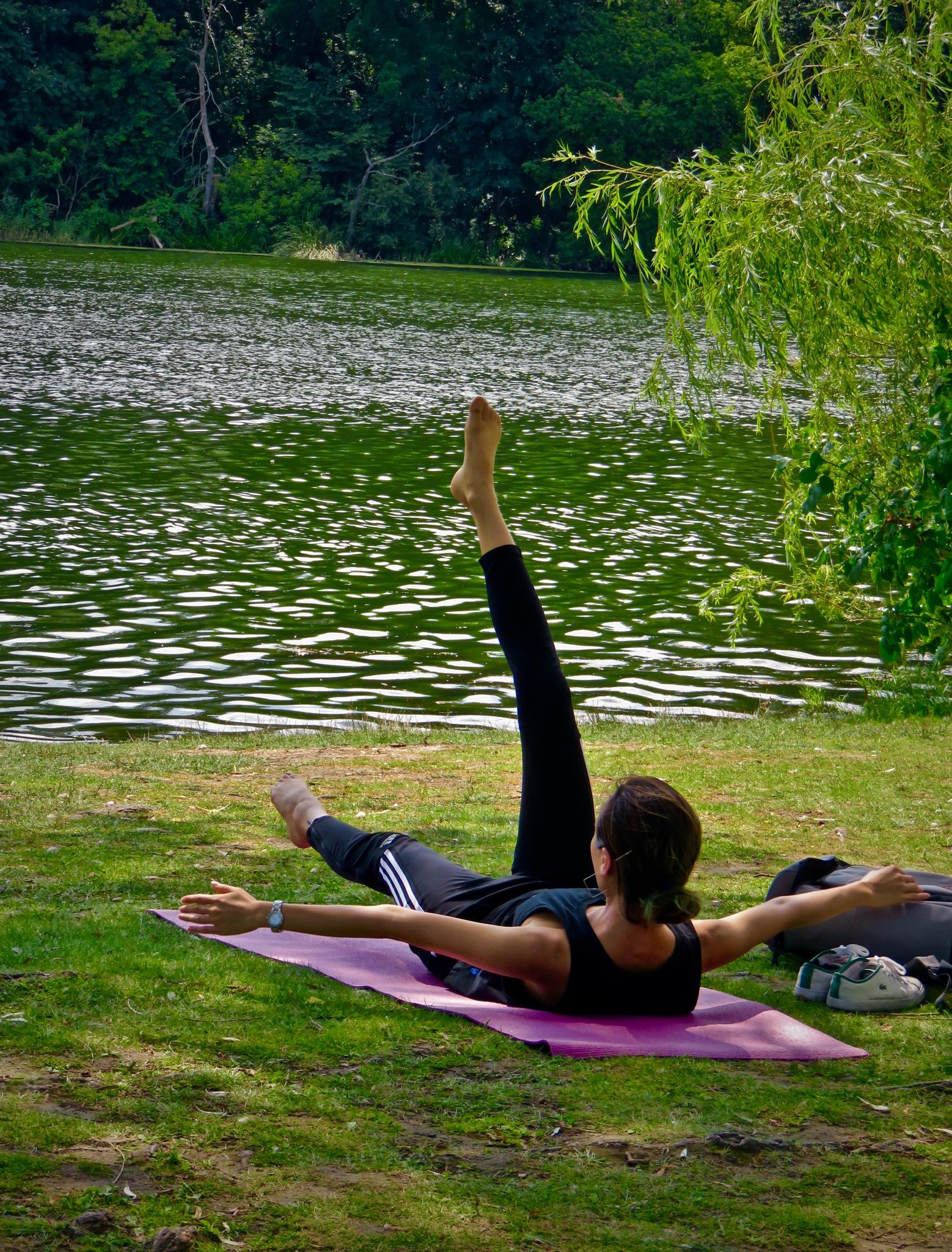 harder than it looks folks as balance n strength is always key !!! by David Devion