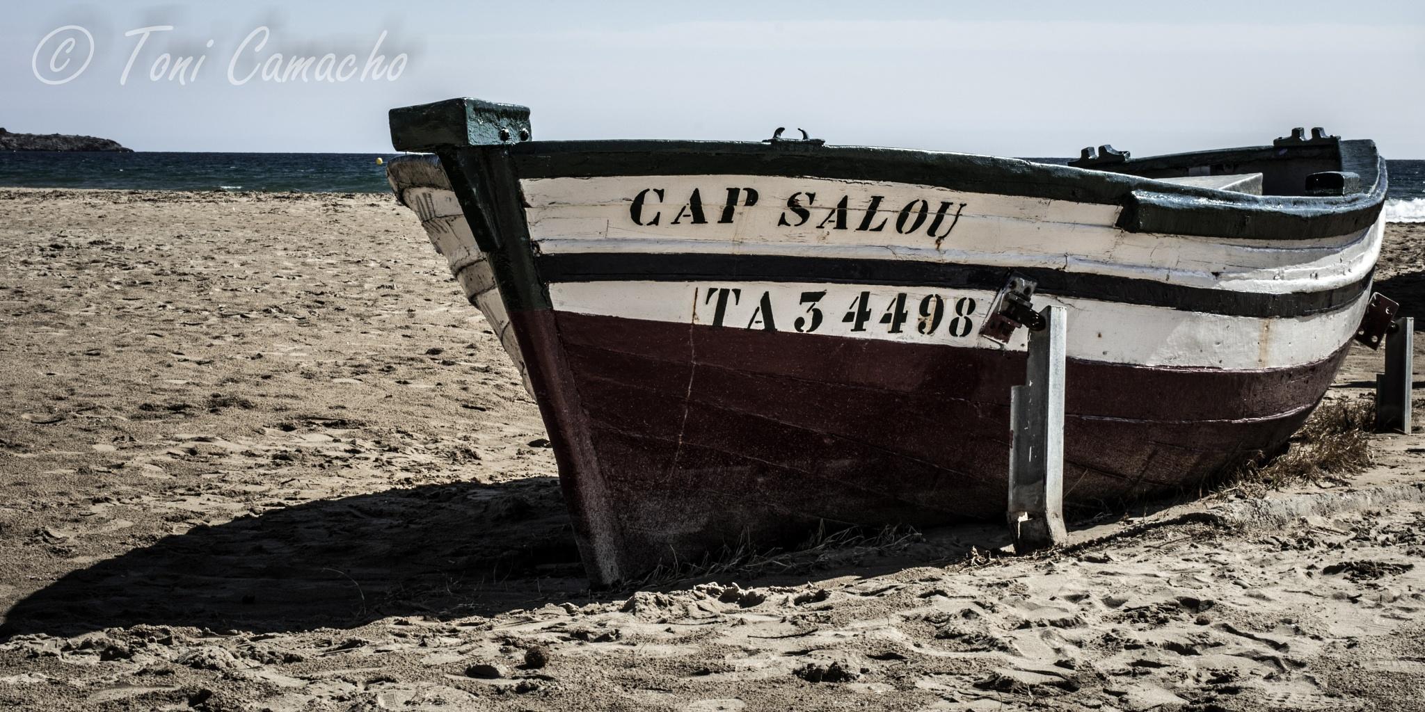Barca de pesca by Toni Camacho