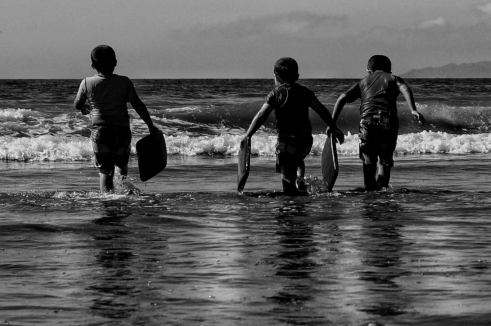 go to the sea by Marcelo Lorca