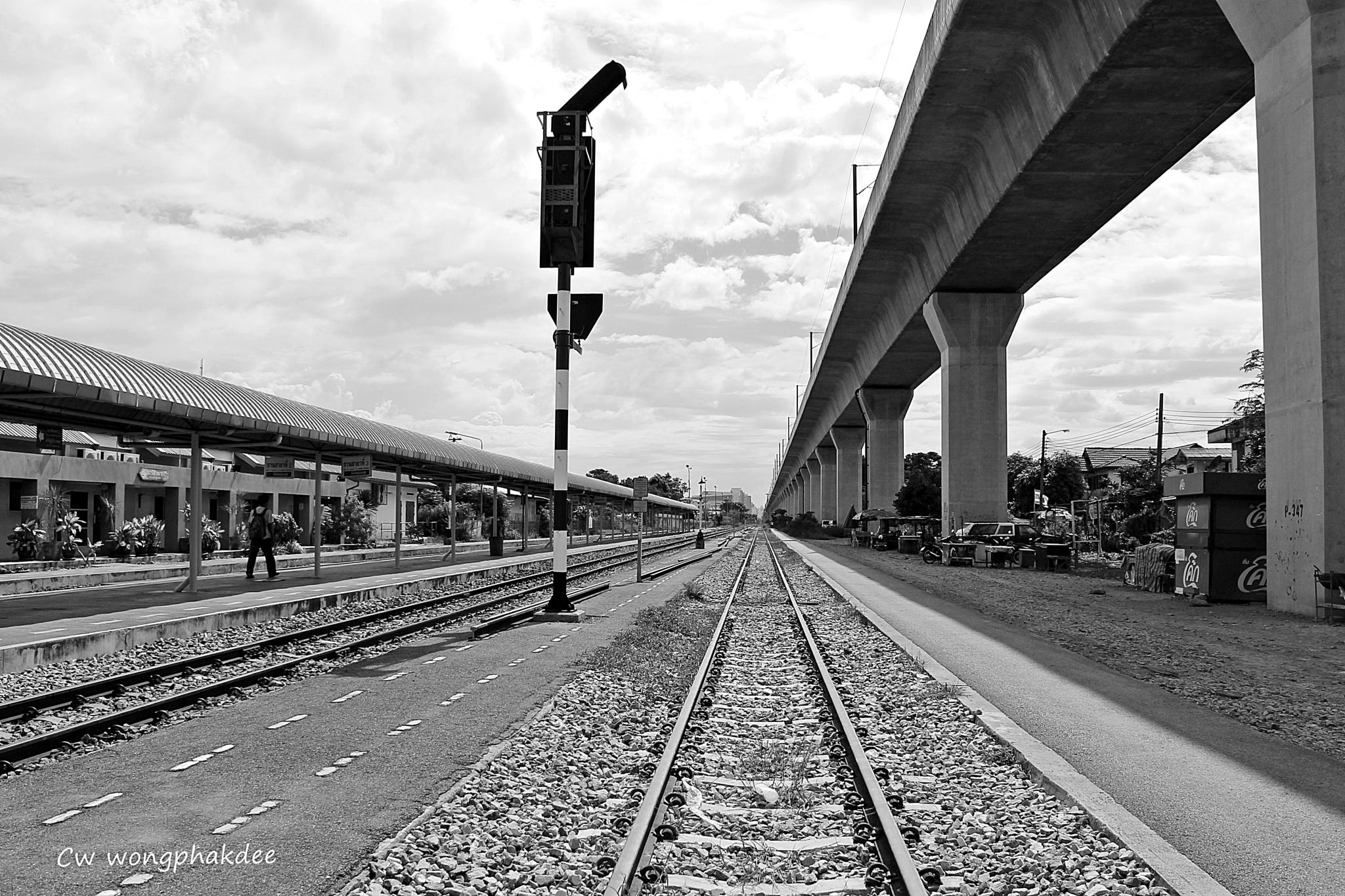 Railway by Wongphakdee