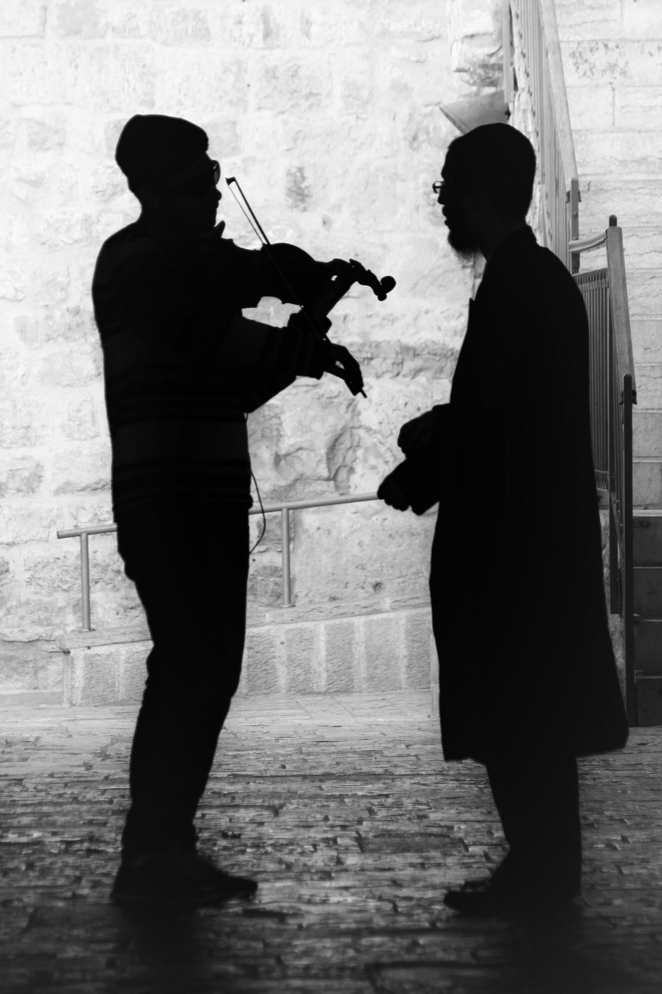 Music maestro ! by Daniël Ost