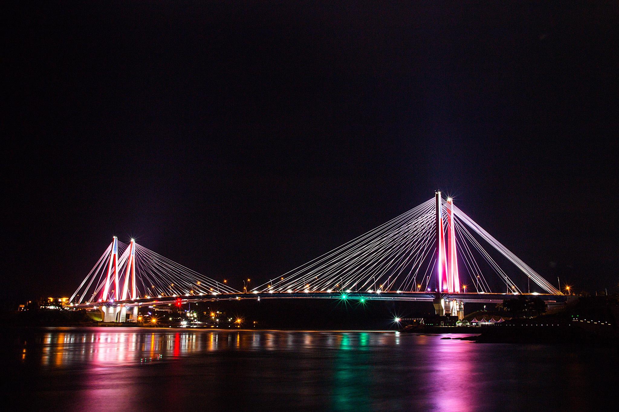 burning light over the Bridge by gorkhe1980
