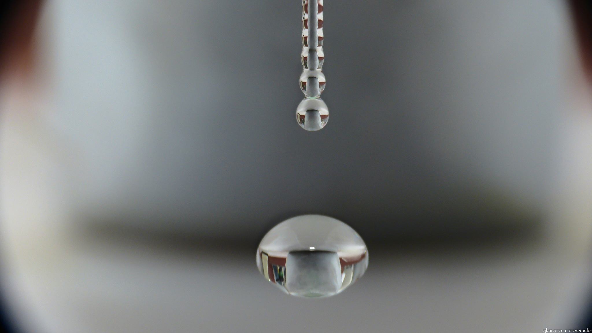 The water drops by Glauco Rezende