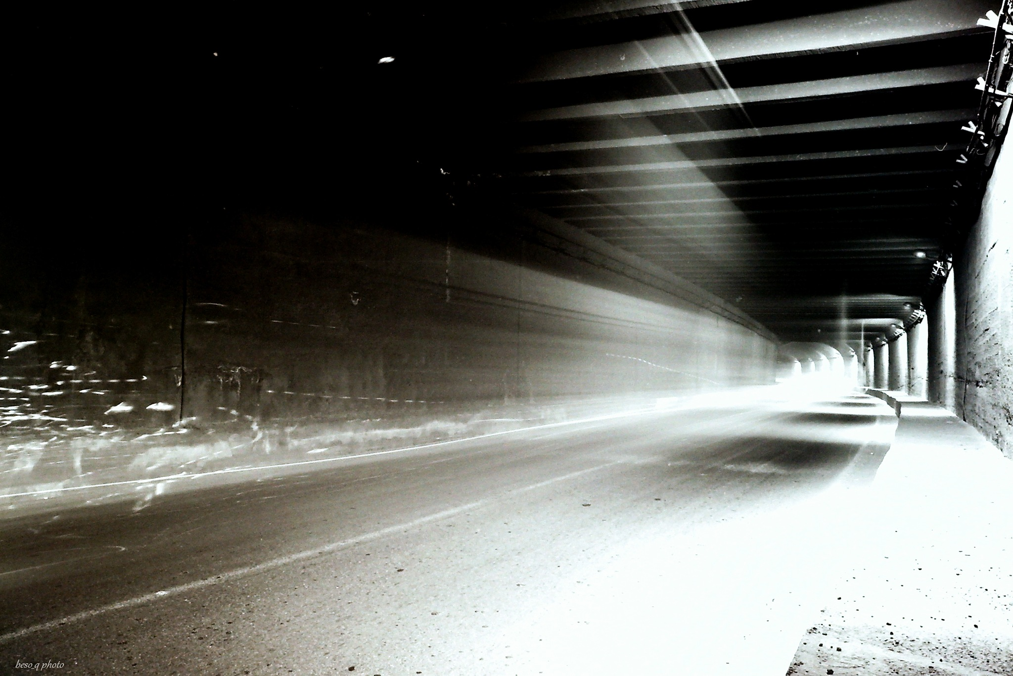 Tunnel in BW by beso_q