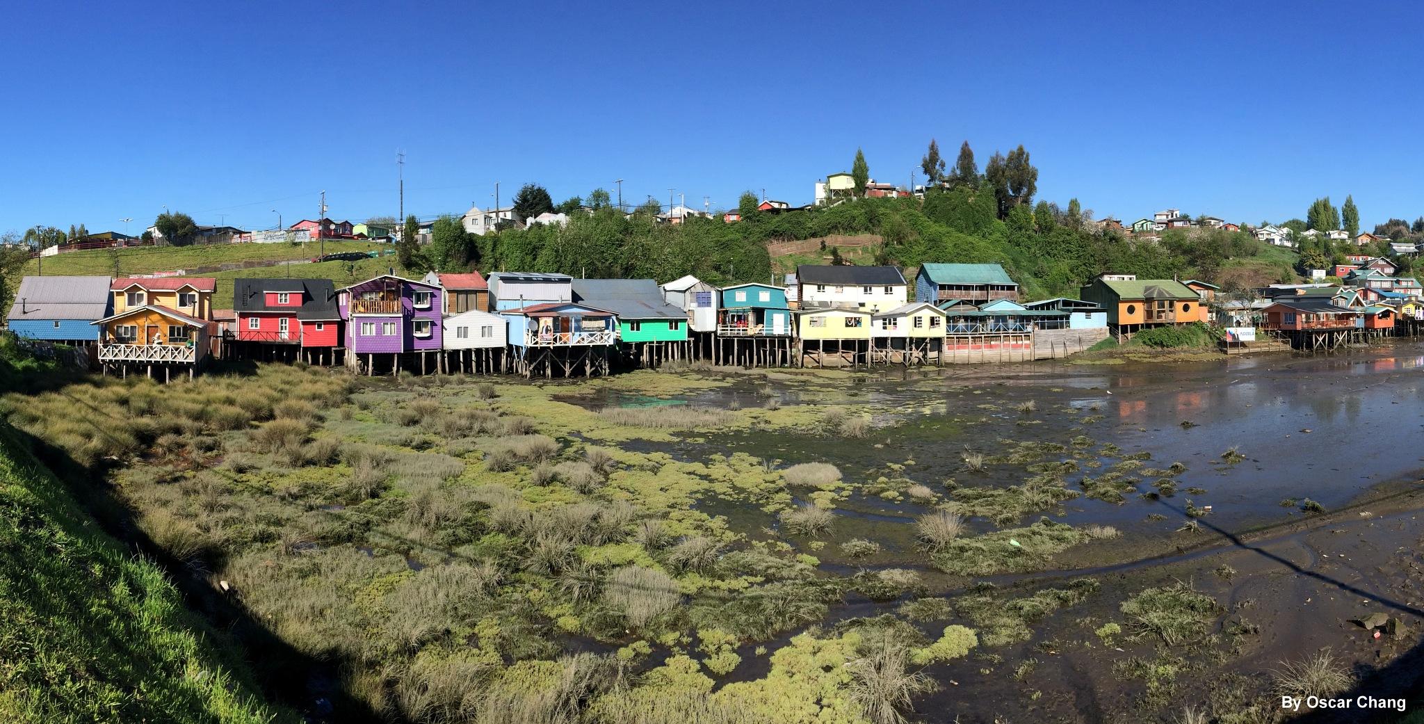 Palafitos de Pedro Montt Castro, Chiloé. by Oscar Chang