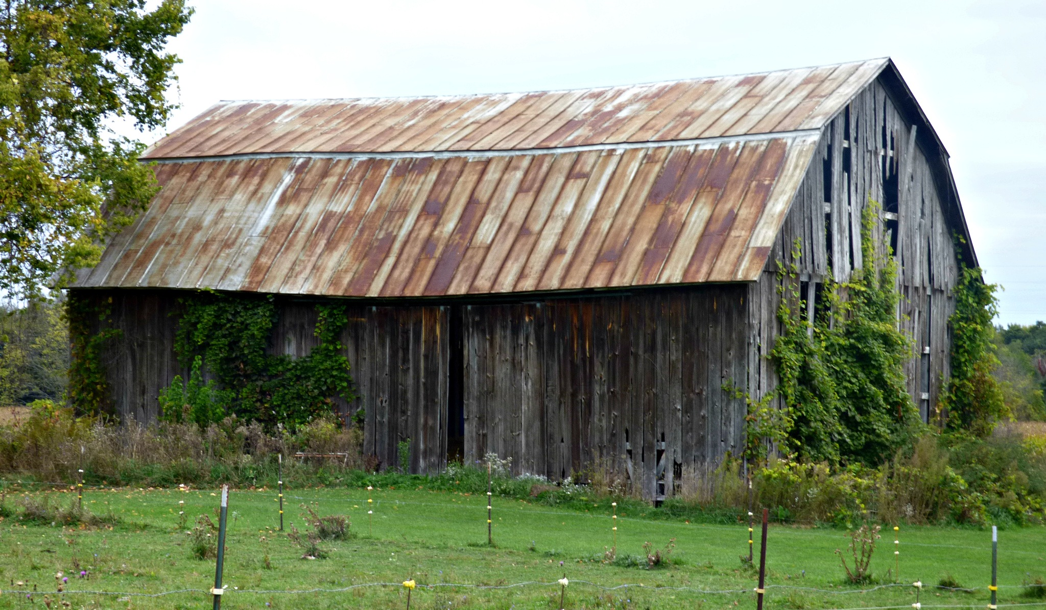 A Little Barn With That Rust by ScottWardPhotography
