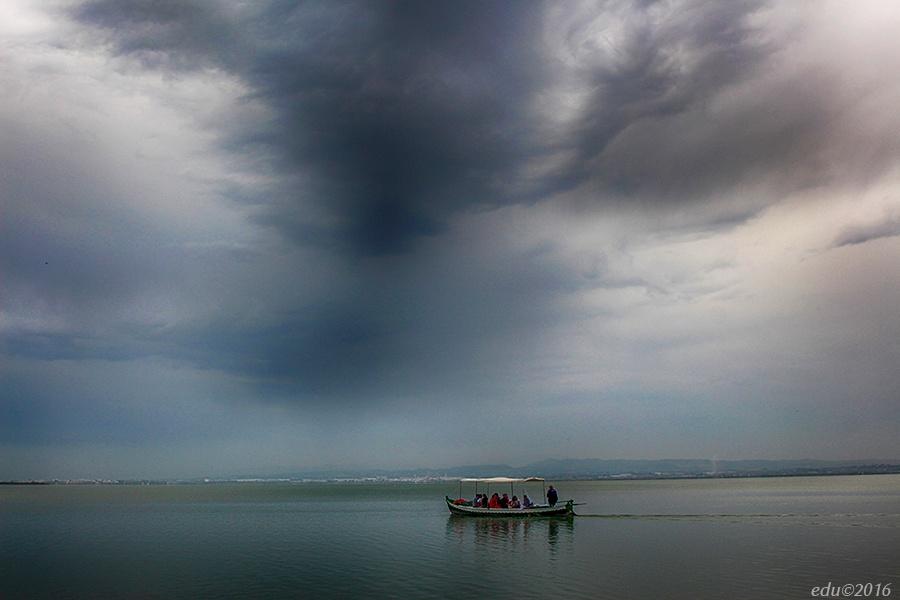 Photo in Rural #barca #lago #agua
