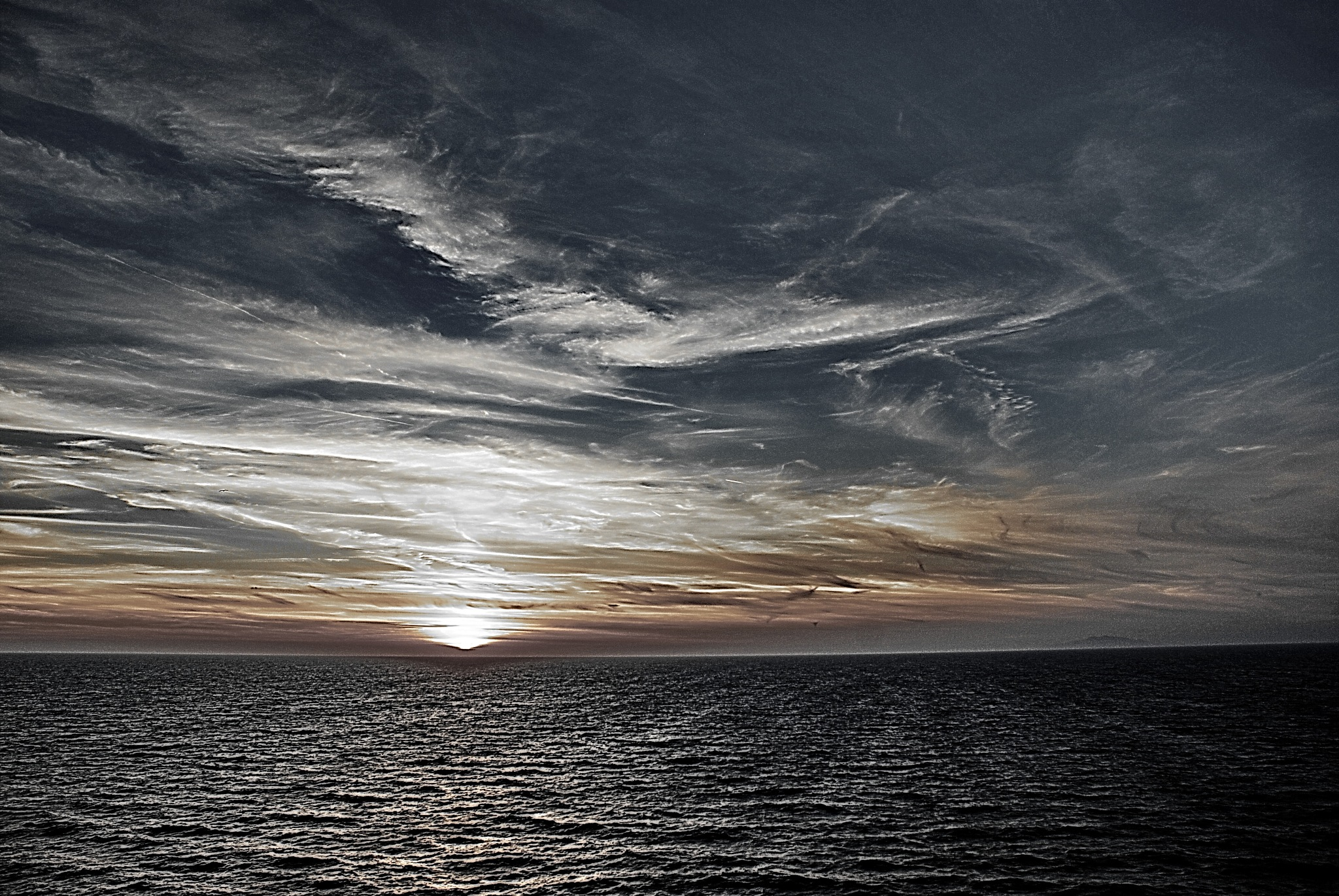 Sunset  at Sea (sept-3th) by Hector Lopez