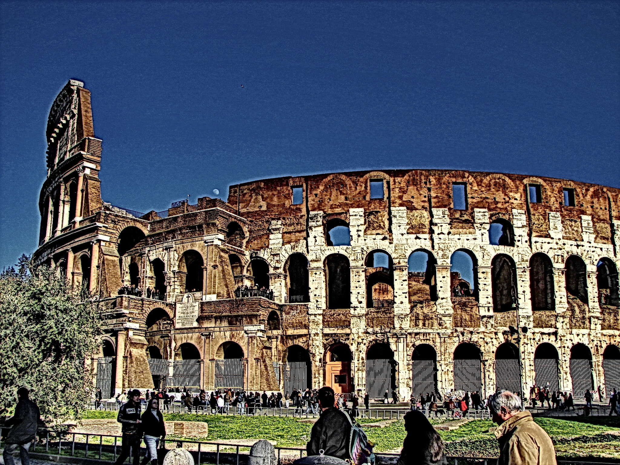 Il Colloseo by Hector Lopez
