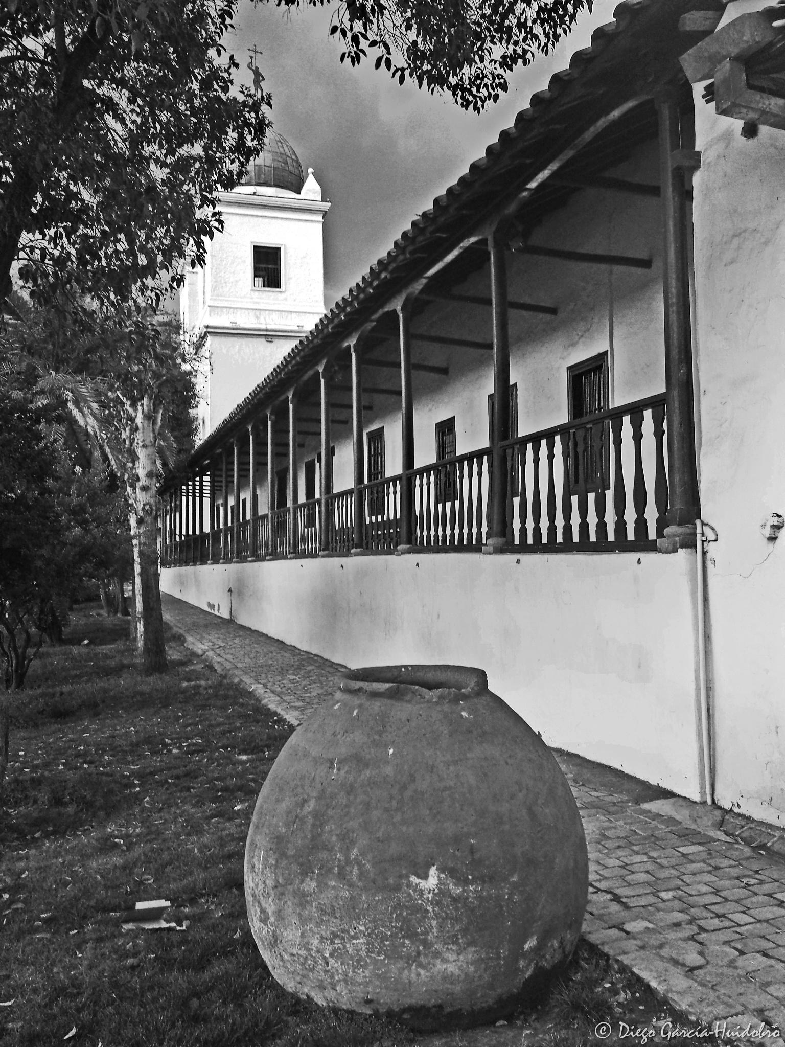 Los Dominicos by Diego García-Huidobro