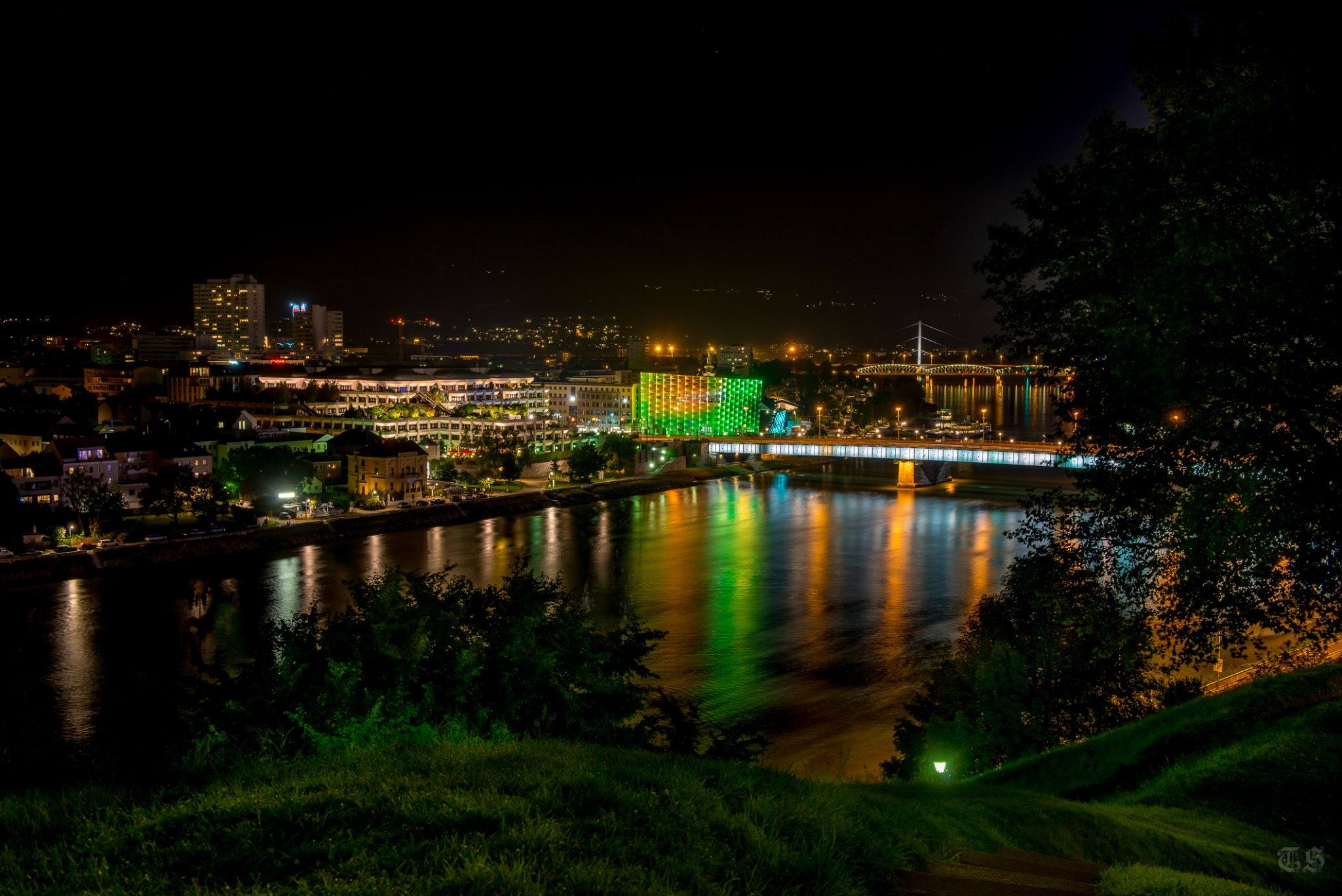 Linz @ night by Tim