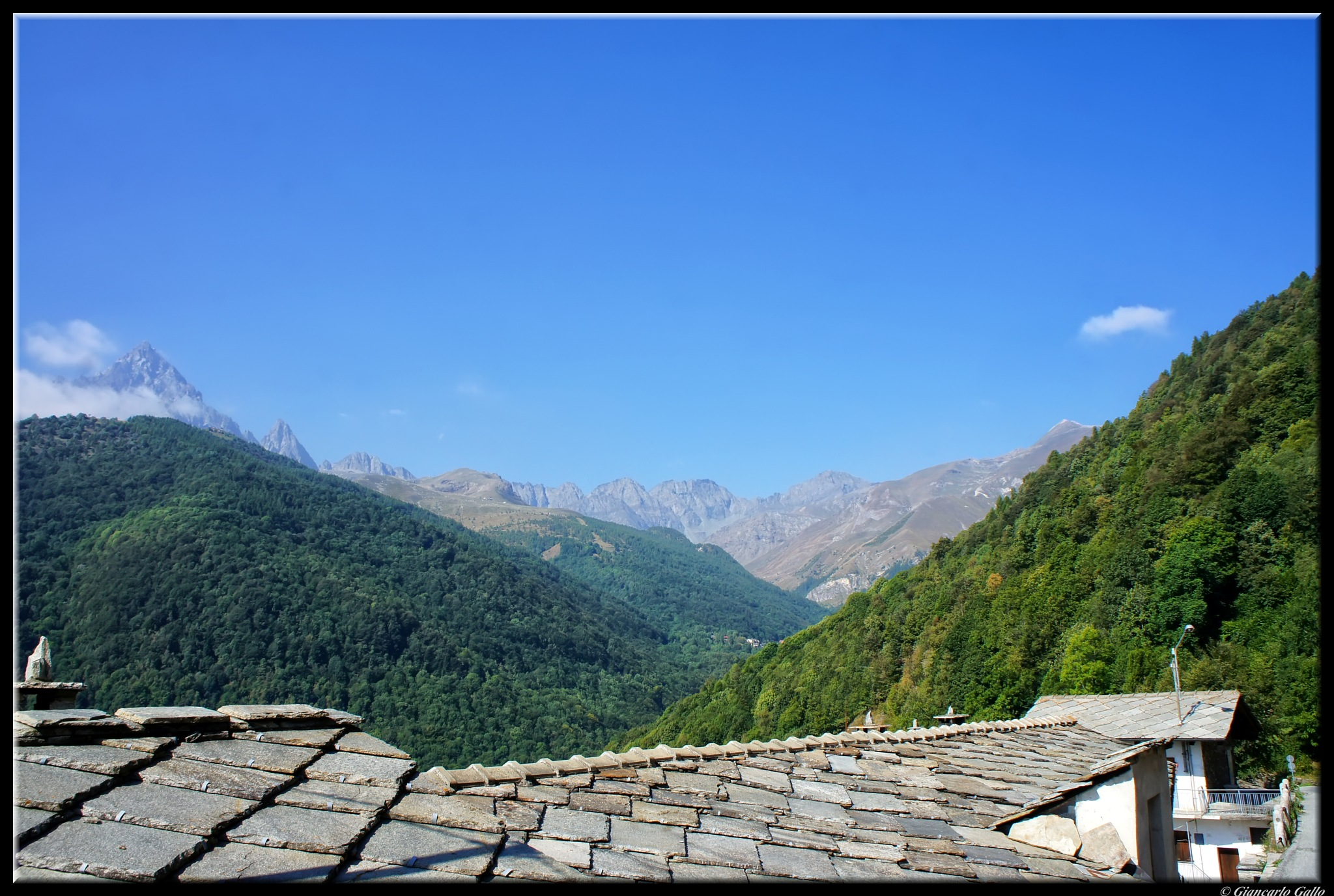 Stone roofs  by Giancarlo Gallo