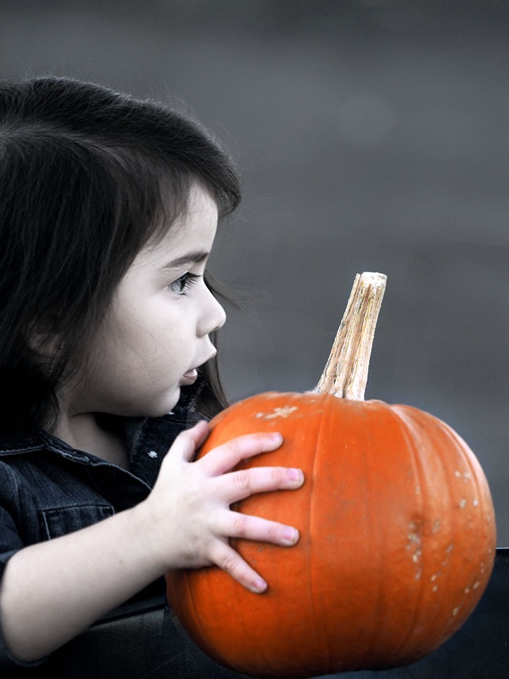 Little Girl and her Pumpkin by RickyPan