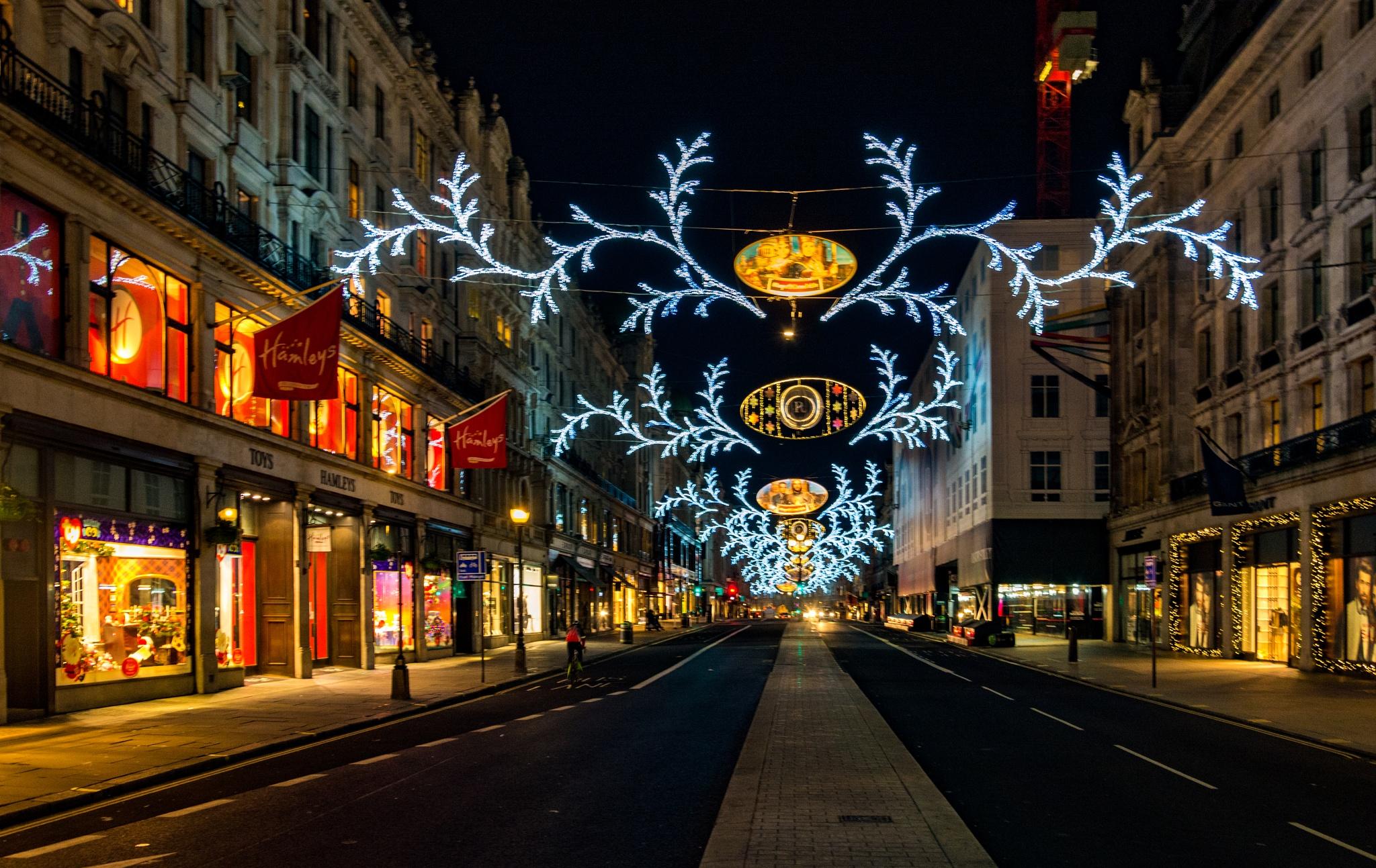 Christmas lights by Poetsoftheheart