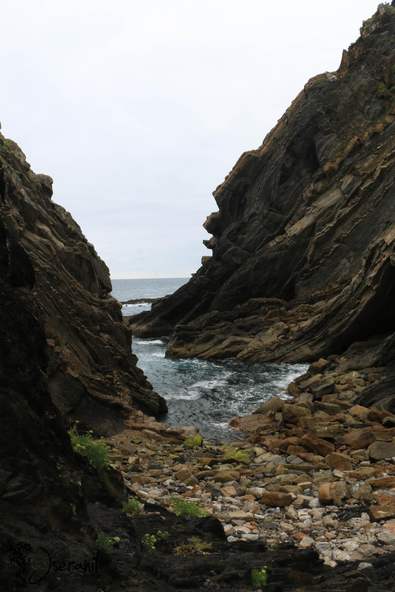 Among rocks by Jseranil