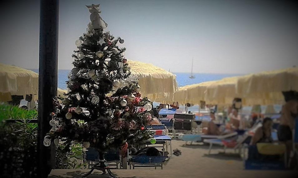 Un Natale a Miseno, Agosto. by Sara Porro