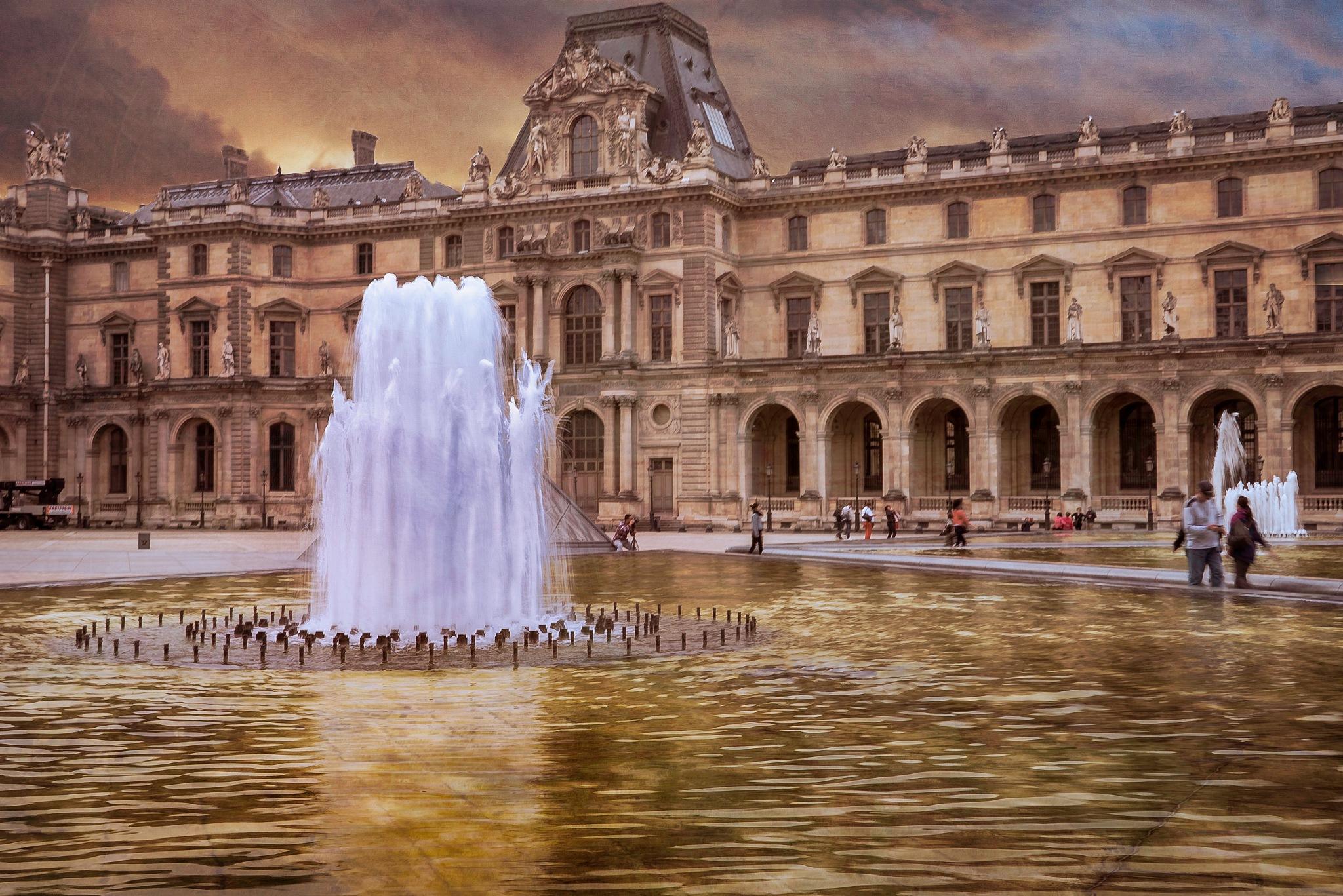 Louvre, Paris by Maureen Robinson