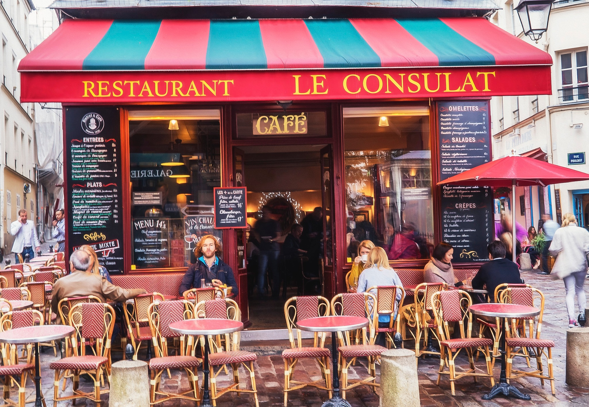 Cafe, Paris by Maureen Robinson