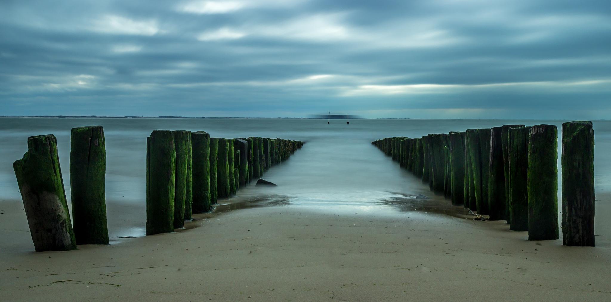 Cloud and sea at Scheveningen by dieter lagatie