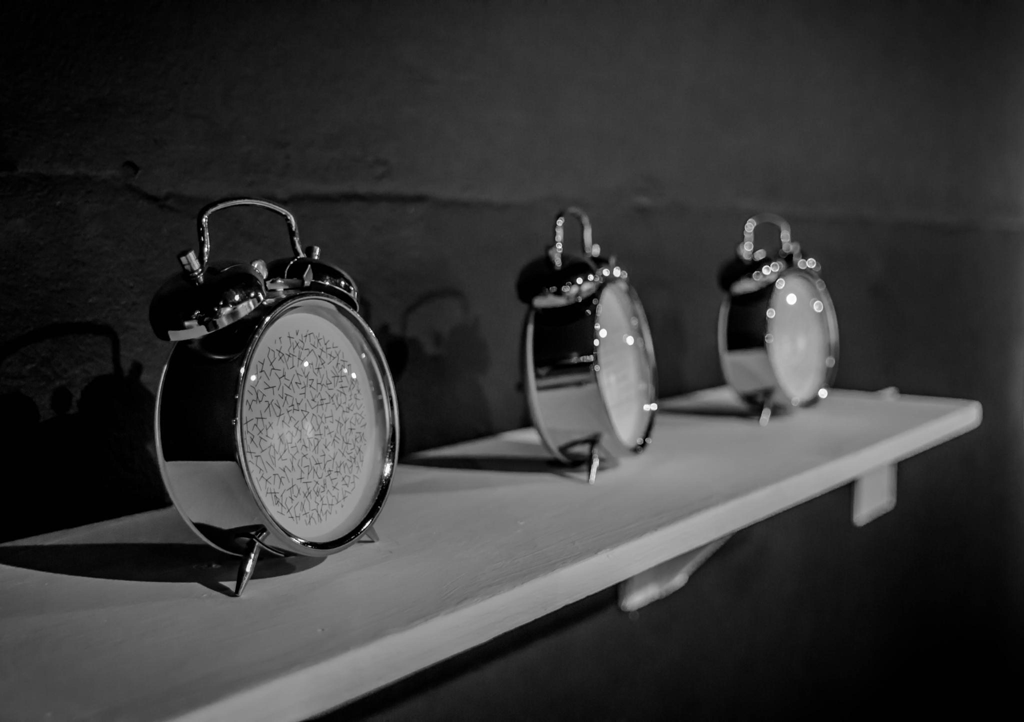 Los relojes del tiempo futuro. by Henry Jiménez J