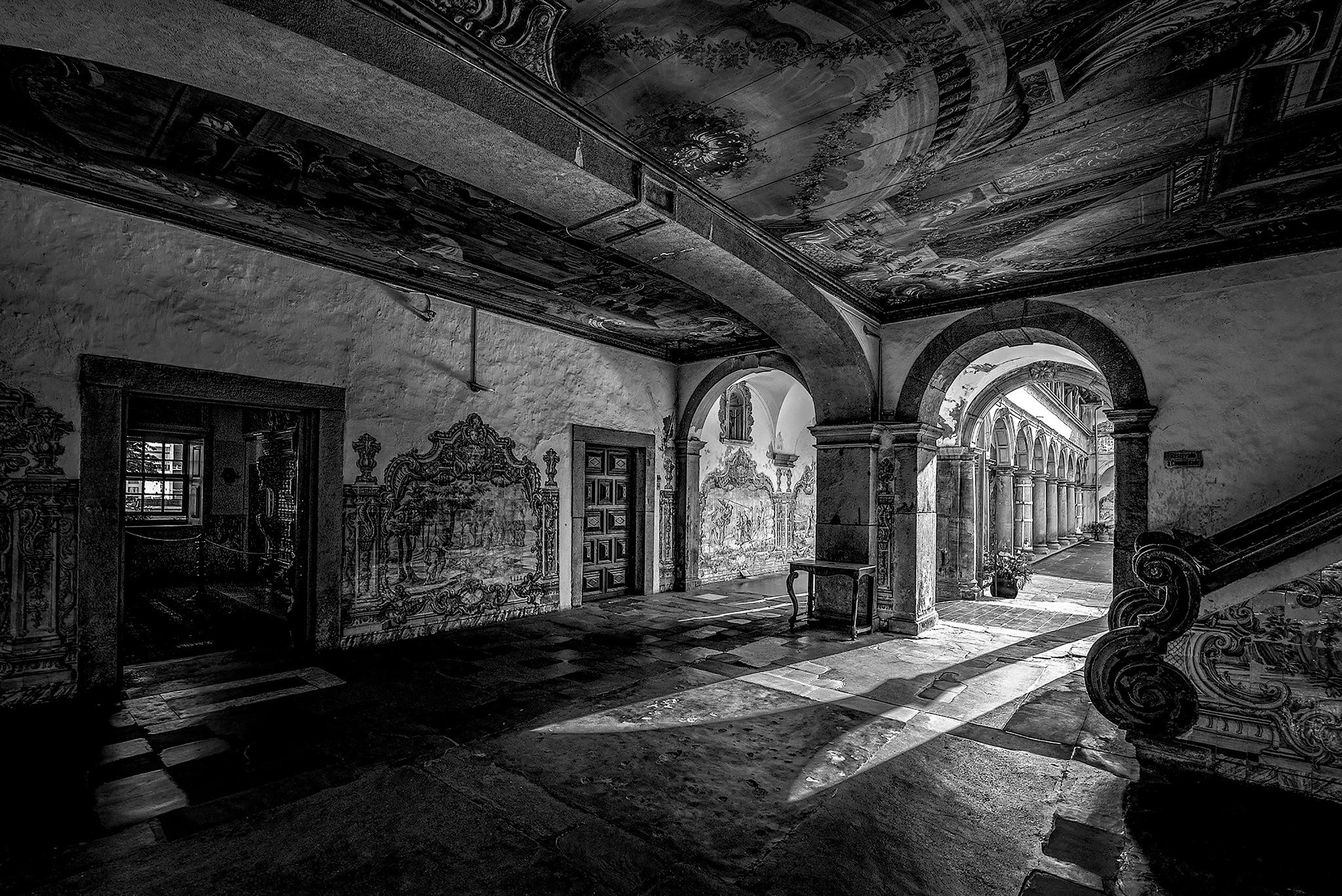 The entrance of Light (B&W)! by Gustavo Almeida