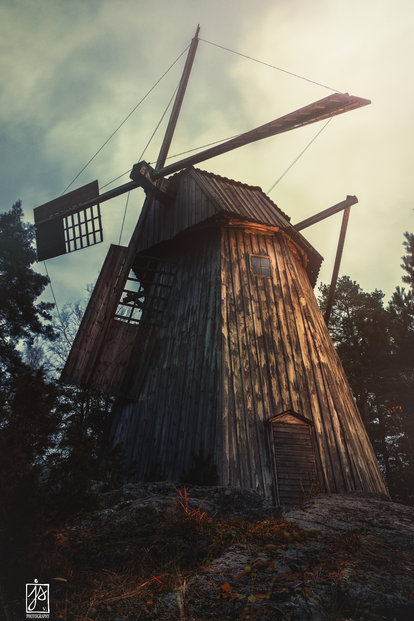 Windmill by Juhamatti Vahdersalo