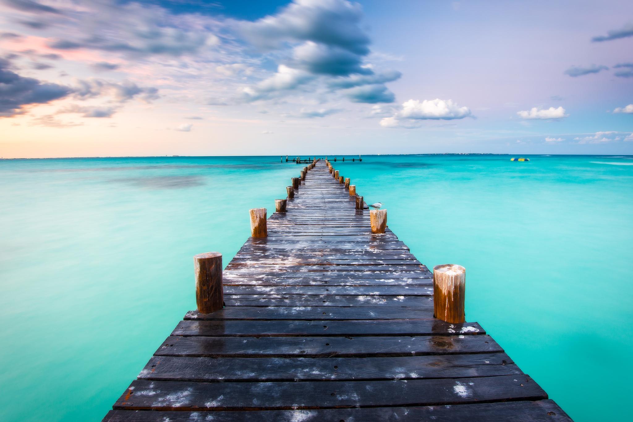 Beach of Caribbean, Cancun by Ian Liu