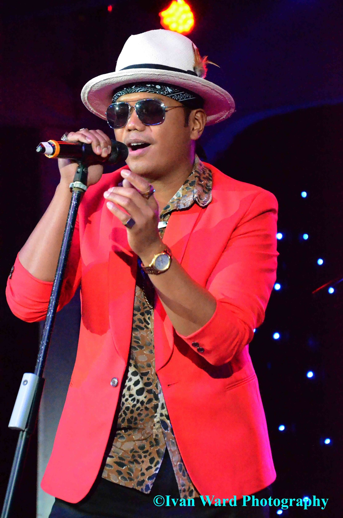Jeff Dingle as Bruno Mars by IvanW