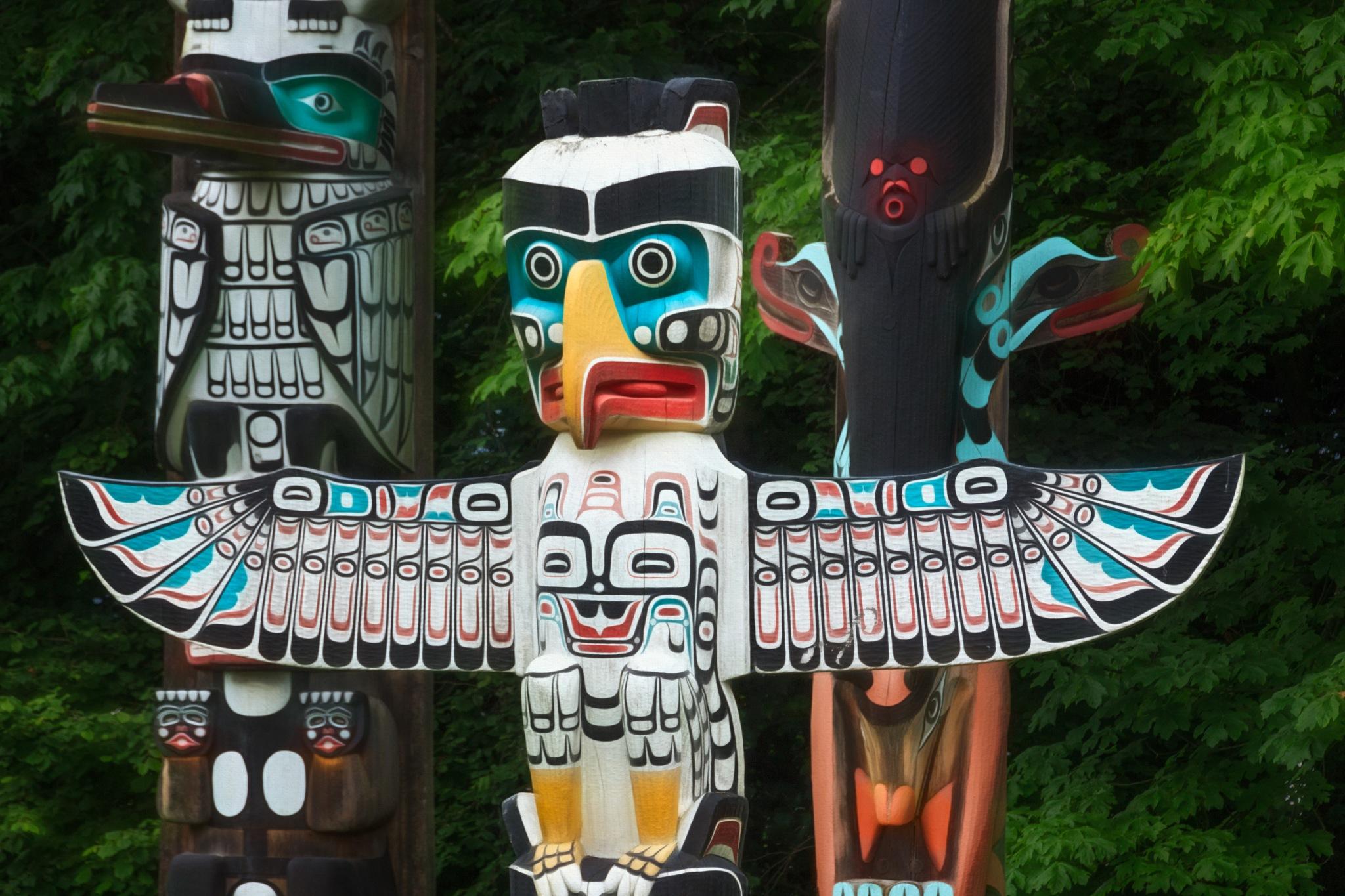 Thunderbird House Post Totem Pole by GaryCorken