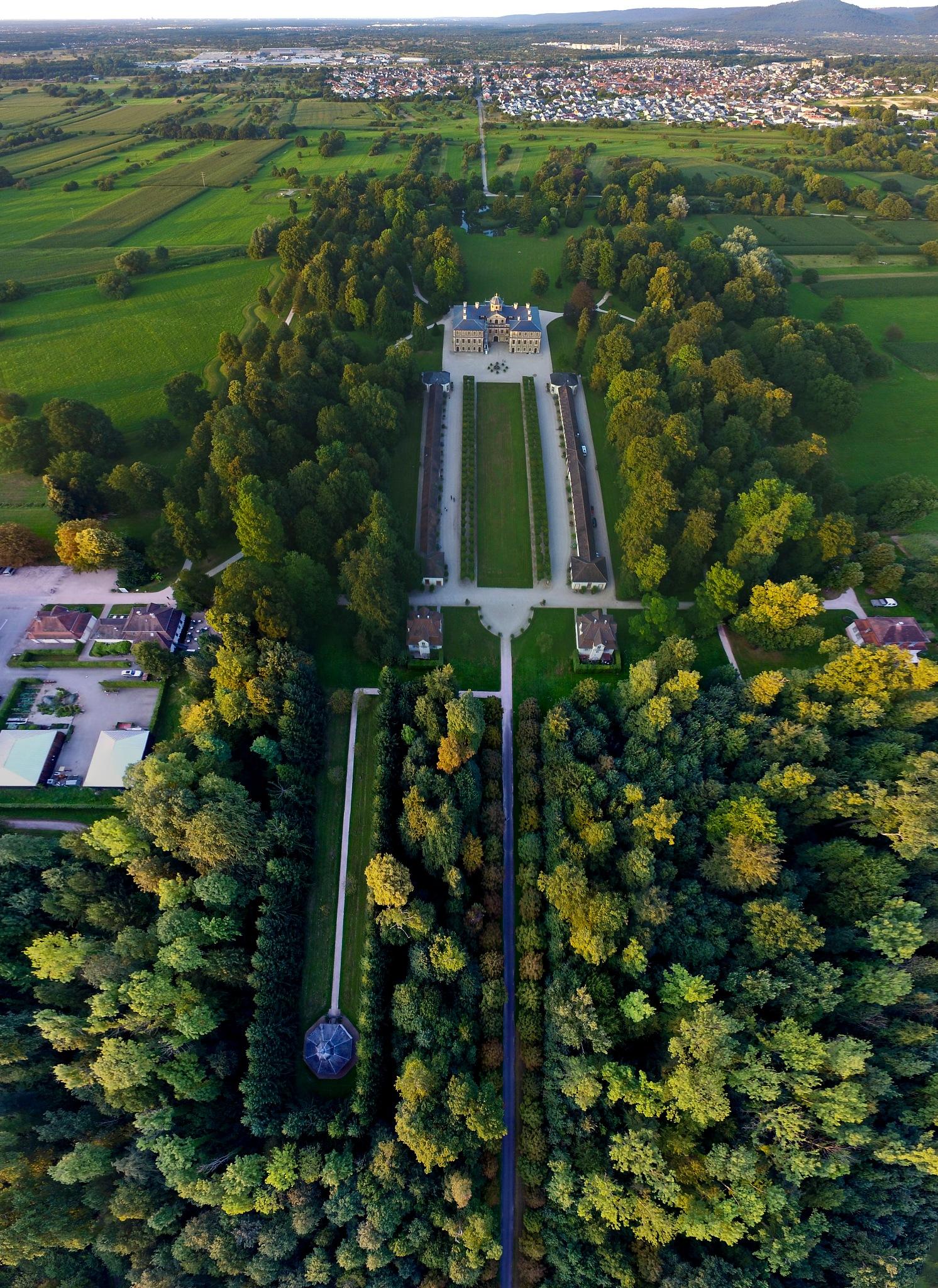 Schloss Favorite by Peter Blaha