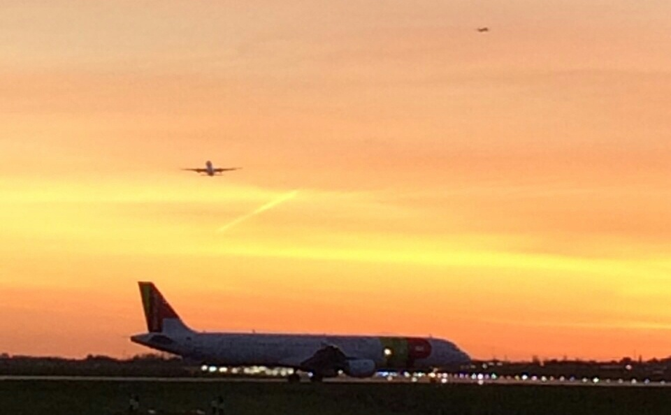 Heathrow  by chris_ironside