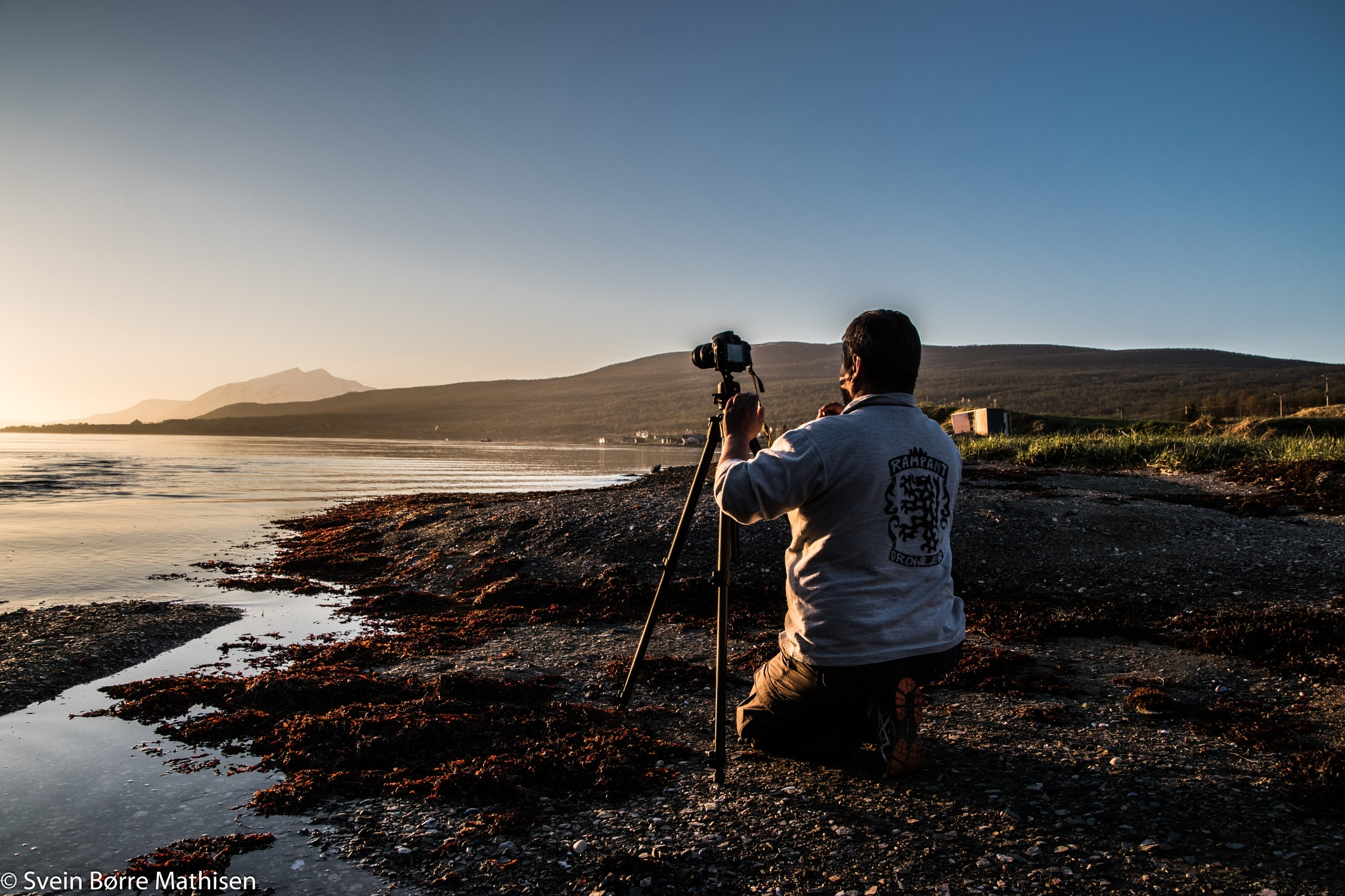 Shooting the midnight sun by SveinBorre