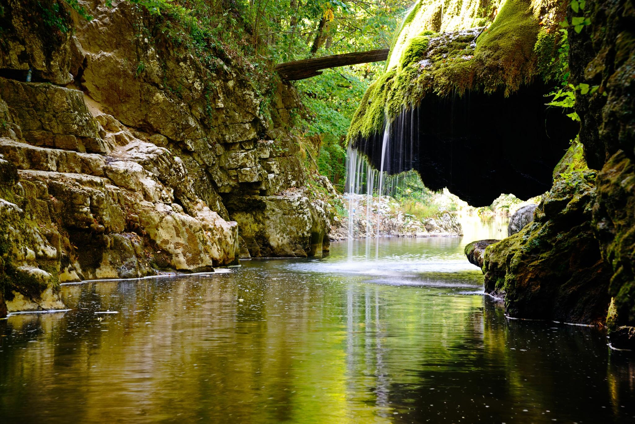 Bigar waterfall by Nicolae Ivanciu