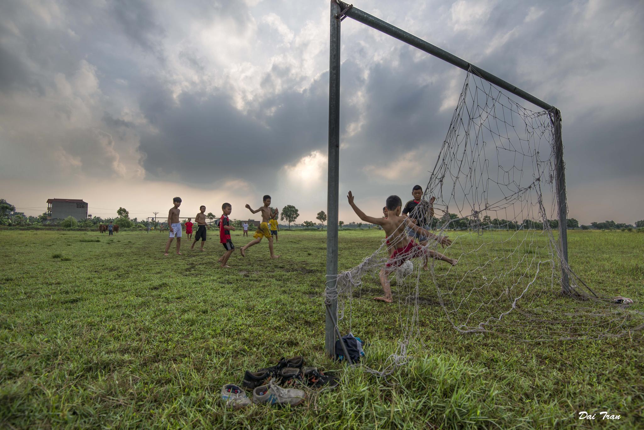 Shoot a goal by Dai Tran