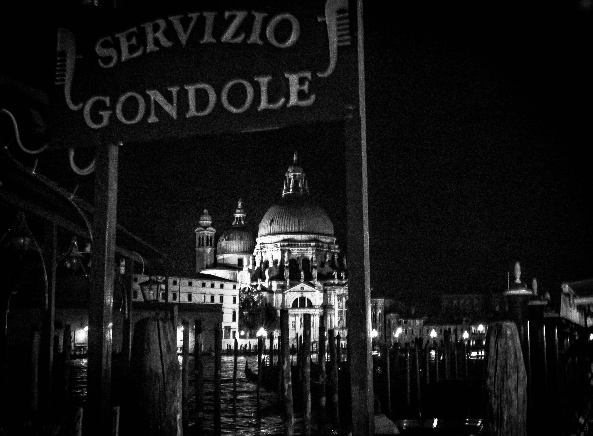 Venice by night by victormar